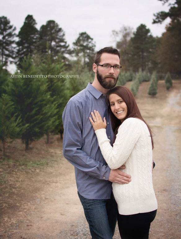 Astin-Benedetto-Photography- Warren-County-NJ-Family-Photographer-couple-hugging-christmas-tree-farm