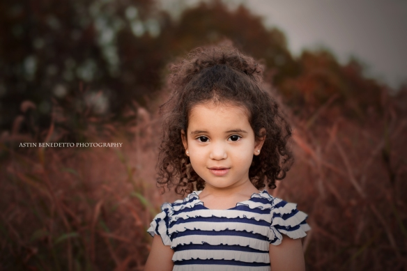 Astin-Benedetto- Photography-Philliipsburg-NJ- Family- Photographer- Girl-in-field-curly-hair