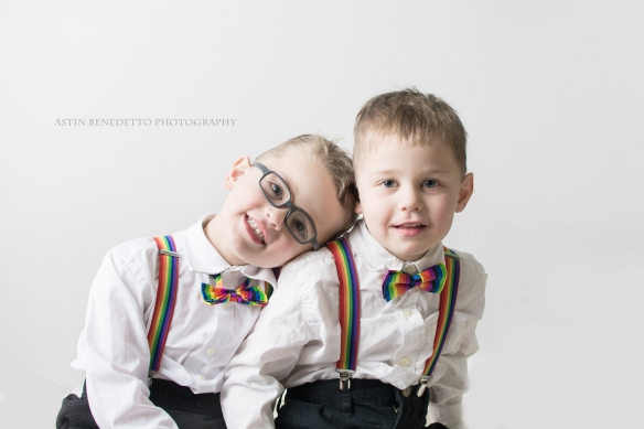 Astin-Benedetto-Photography- Warren-County-Newborn-Photographer-brothers-rainbow-bowties
