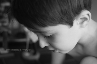 Astin Benedetto Photography-Warren County Child Photographer- boy looking down