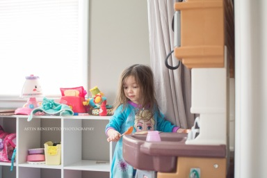 Astin Benedetto Photography-Warren County Child Photographer-girl playing in kitchen wm